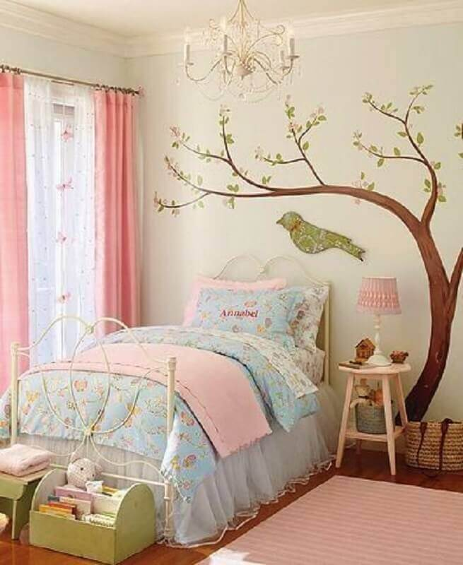 decoração de quarto feminino com adesivo