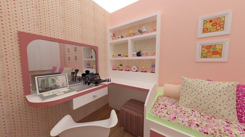 quarto feminino com papel de parede delicado