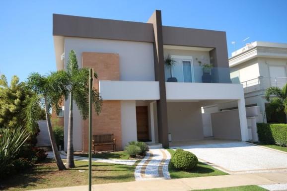 Fachada de casa tamb m integra a decora o for Fachadas de casas modernas a desnivel