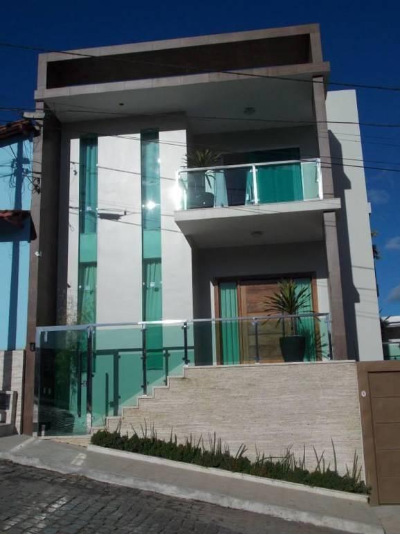 muro de vidro de casa com dois andares