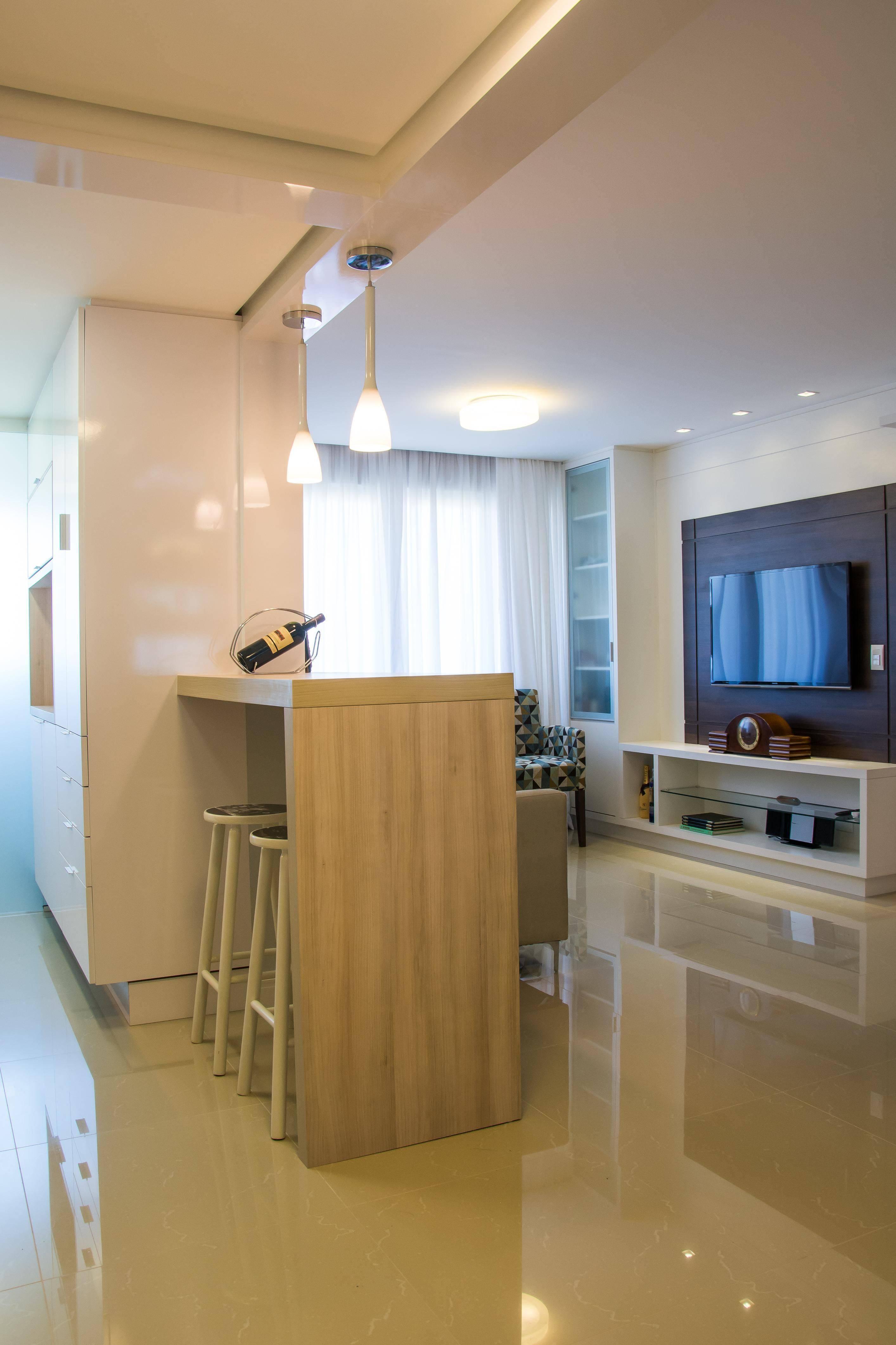 Sala com cozinha americana simples para apartamentos pequenos #8D6D3E 2828 4242