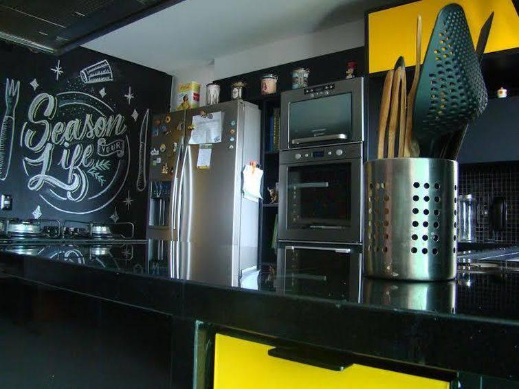 13950 cozinhas pequenas decorada-com-detalhes-amarelos