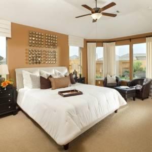 quartos de casal decorados com colcha branca