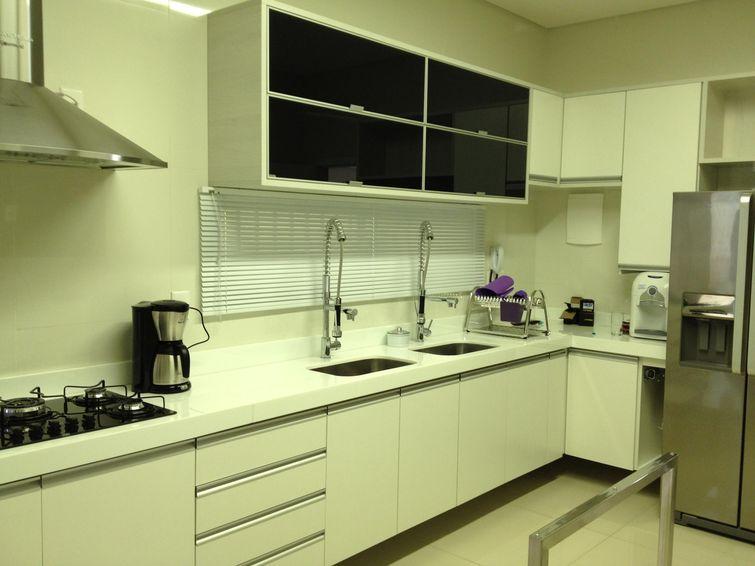 17415 Cozinhas Pequenas decorada-branca-com-inox