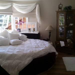 quartos de casal decorados com cama redonda