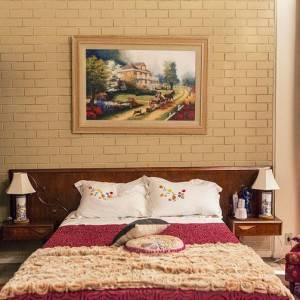 quartos de casal decorados com parede de tijolinhos