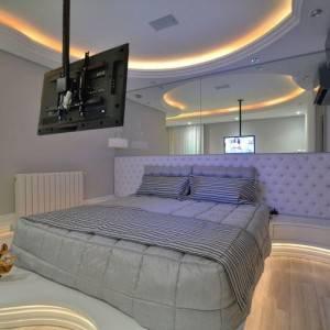 quartos de casal decorados com TV