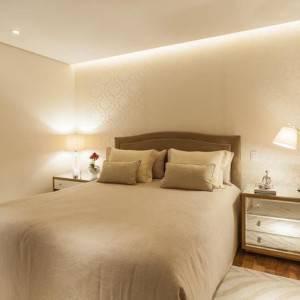quartos de casal decorados com criado mudo espelhado