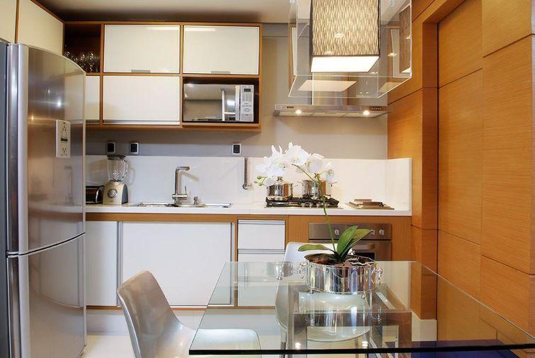 7050 cozinhas pequenasdecorada-com-porta-de-madeira