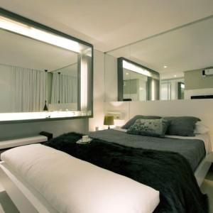 quartos de casal decorados com banqueta branca