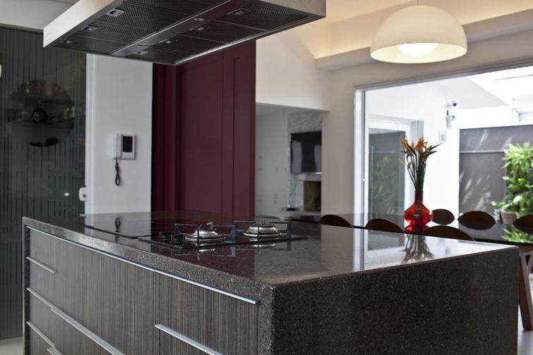 8090 cozinhas pequenas decorada-com-marmore