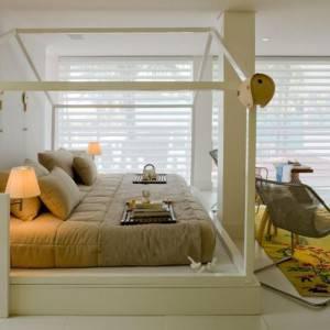 quartos de casal decorados com com cama planejada