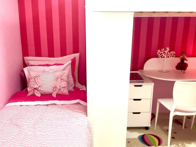 Quartos pequenos com cama suspensa Projeto de Brunete Fraccaroli