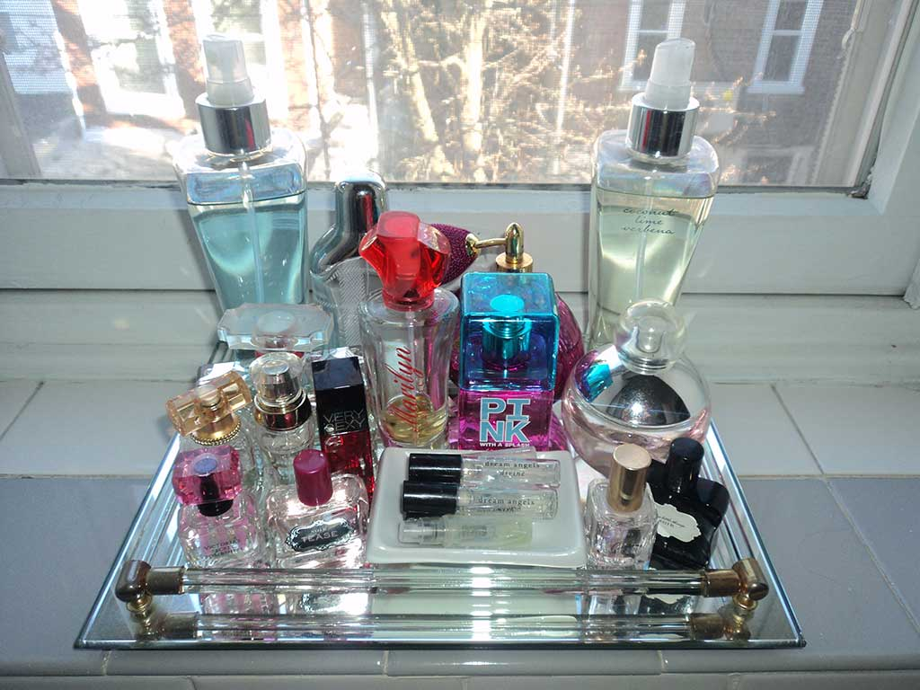 organizar-maquiagem-perfume-bandeja
