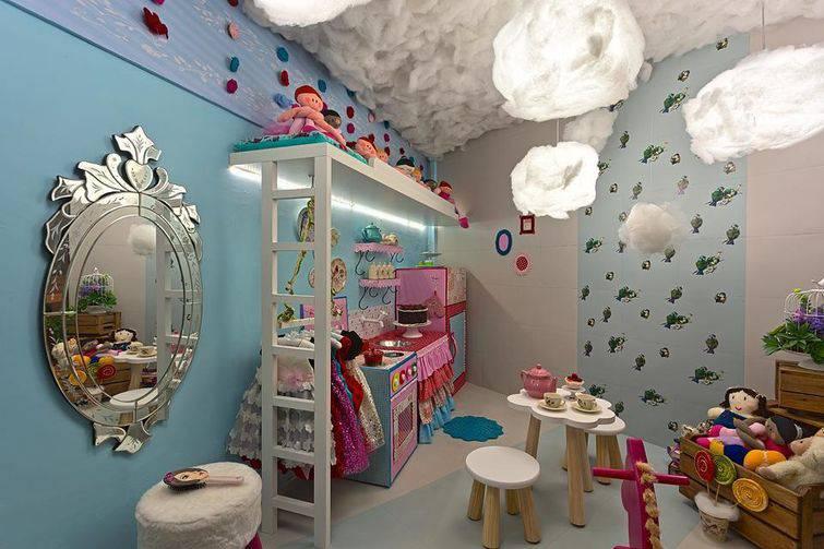 Quarto infantil com nuvens