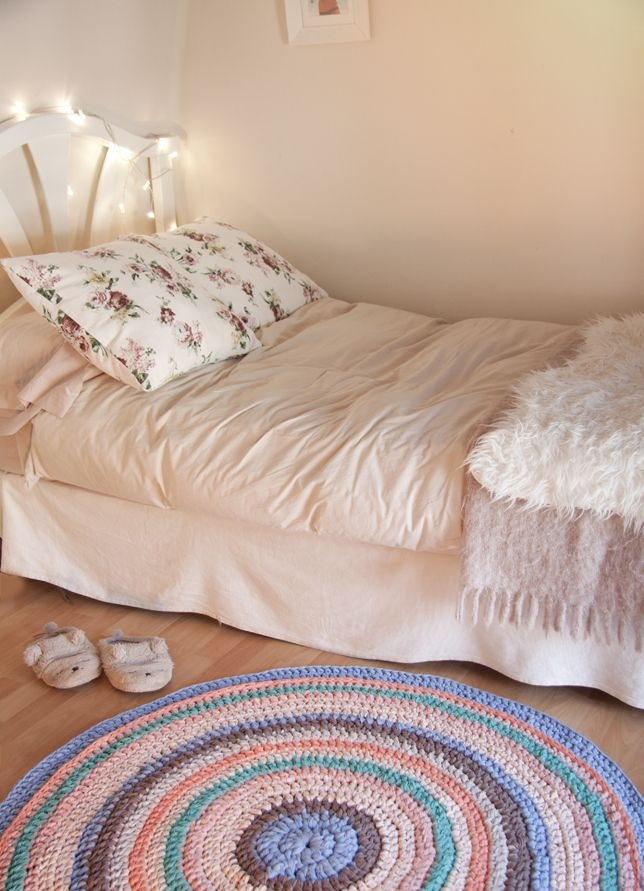 tapetes em croche quarto feminino