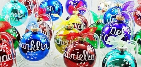 Bolas de natal coloridas com nomes Foto de Ornament Shop