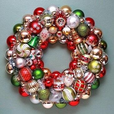 Bolas de natal em guirlanda Foto de Happy Holidays Blog