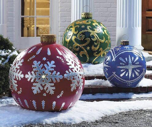 Bolas de natal gigantes Foto de The Green Head