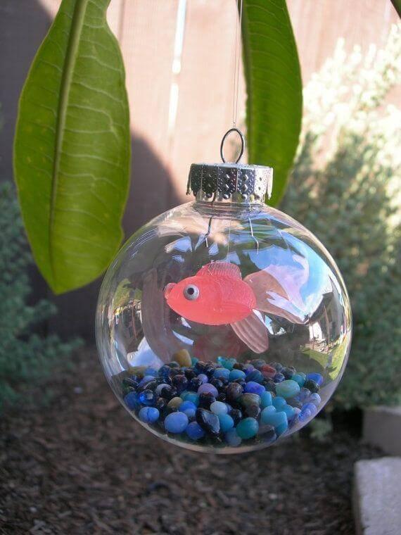 bolas de natal com peixinho dentro