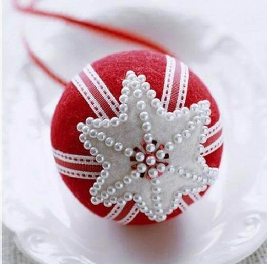 bolas de natal vermelha com perolas