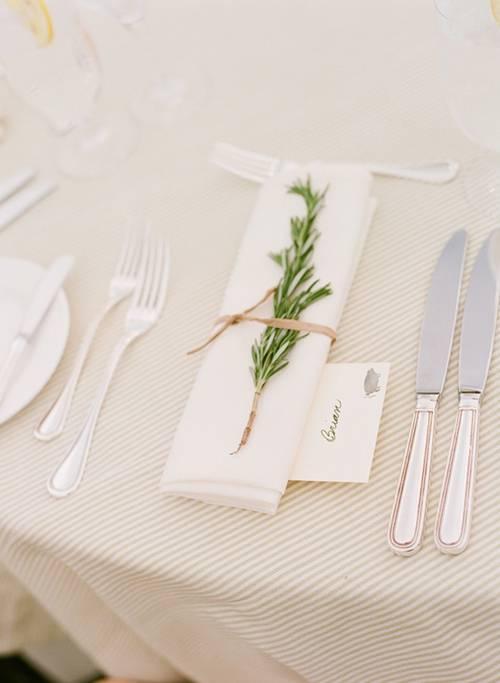 decoracao-de-ano-novo_guardanapo-alecrim-mesa-convidado