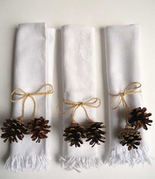 enfeites de natal - guardanapo com pinhas