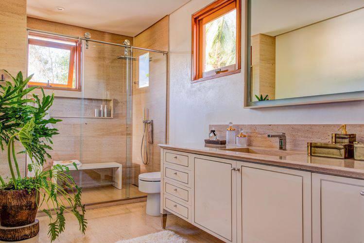 armário de banheiro grande