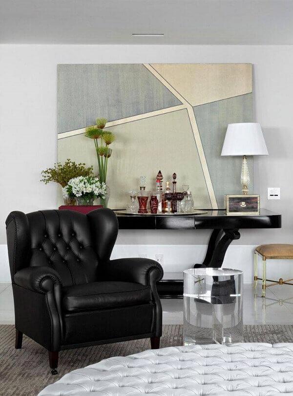 poltrona decorativa de couro preto
