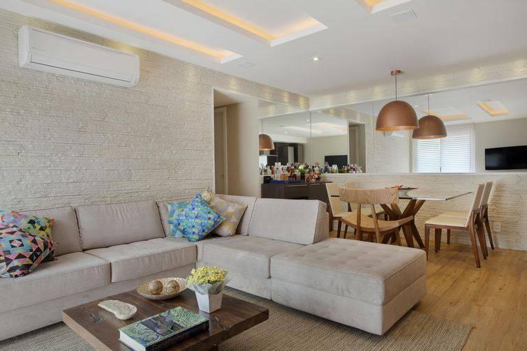 O sofá de anto pode servir para dividir um ambiente