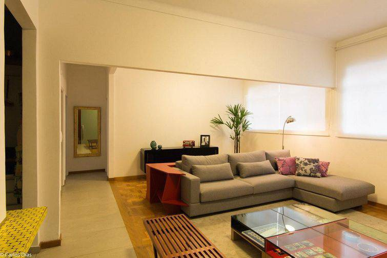 Um sofá de canto pode ser feito com chaise também