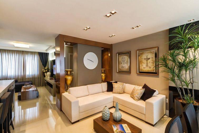 Os sofás de canto podem estar numa sala de espera ou num hall, também