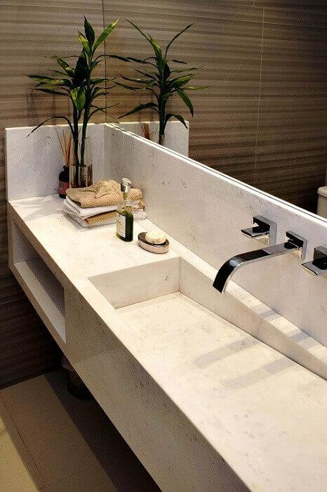 Decoração com cuba para banheiro esculpida em mármore
