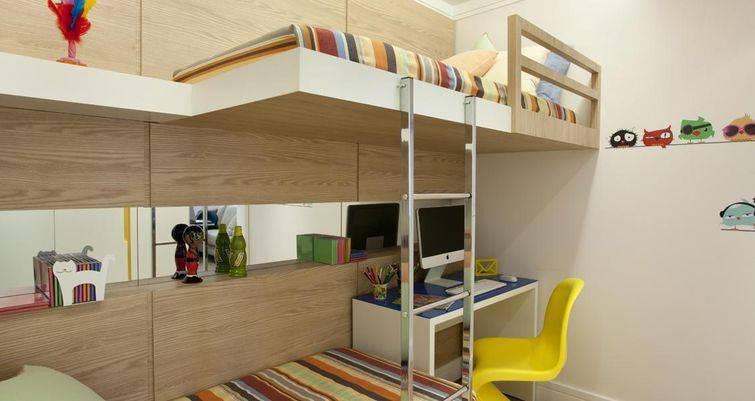 quarto com beliche para escrivaninha para computador