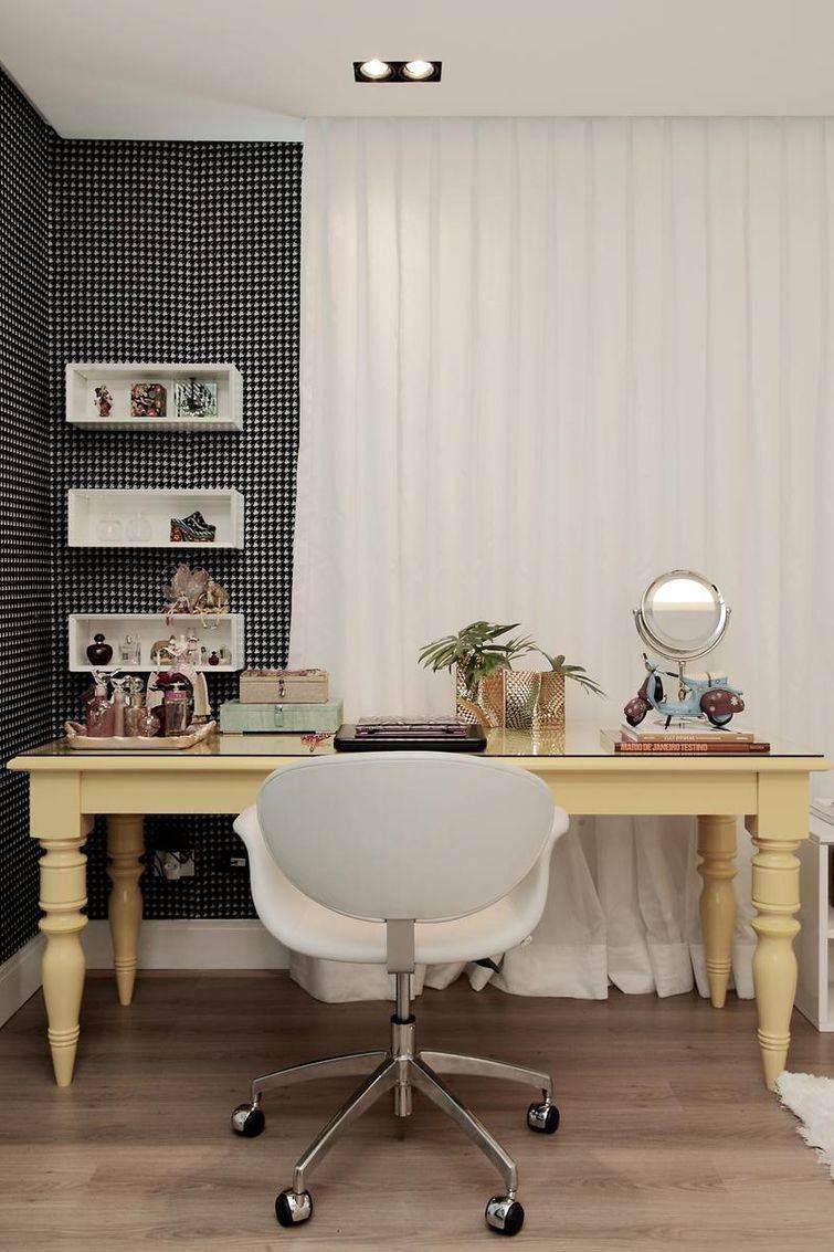 mesa de computador diferente