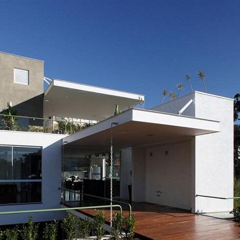 Casa com telhado embutido Projeto de Frederico Zanelato