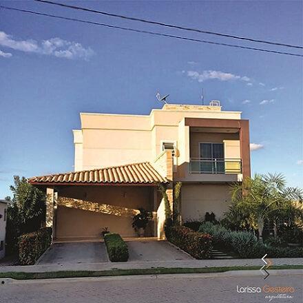 Casa com telhado embutido e aparente Projeto de Larissa Gesteira