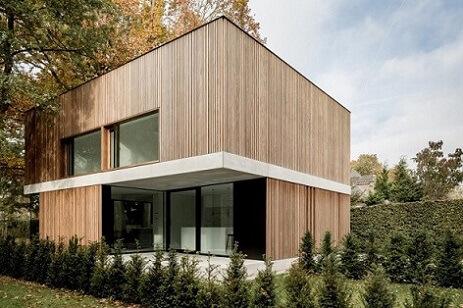 Casa de madeira com telhado embutido