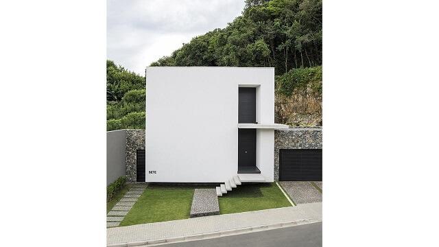 Casa minimalista com telhado embutido Projeto de Jayme Bernardo
