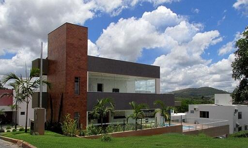 Casa moderna com telhado embutido Projeto de Mutabile