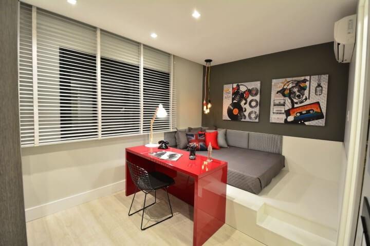 Escrivaninha para quarto de solteiro vermelha Projeto de BG Arquitetura