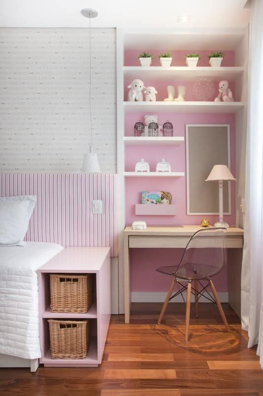 Escrivaninha para quarto discreto em quarto rosa Projeto de Meyer Cortez