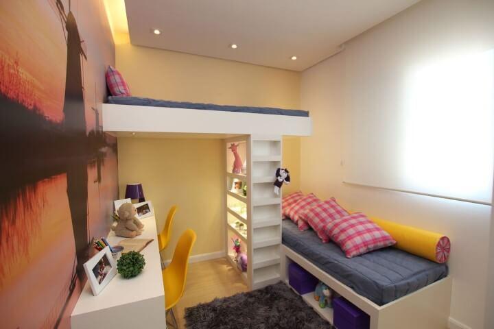 Escrivaninha para quarto infantil dupla com duas cadeiras Projeto de Pricila Dalzochio