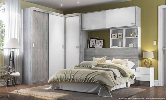 Quarto de casal planejado com espaço para decoração acima da cama Projeto de Lojas KD