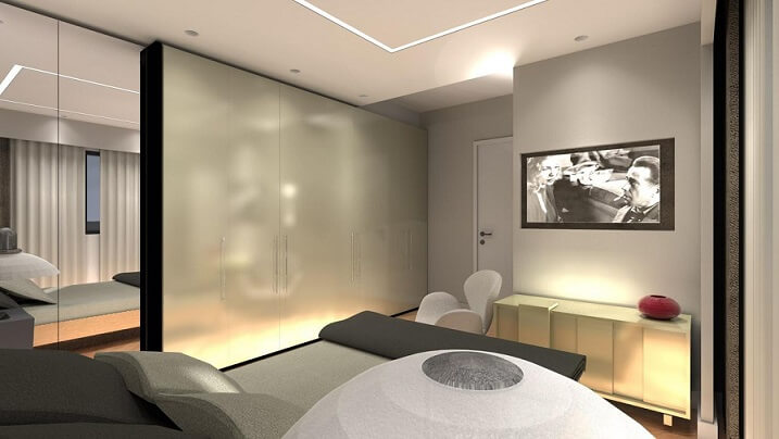 Quarto de casal planejado com parede de armários Projeto de Juliana Lahoz