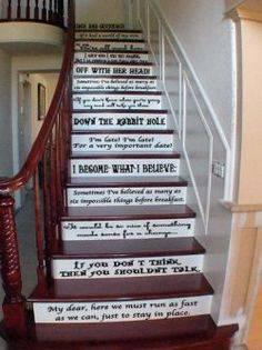 decoração alice no país das maravilhas escada