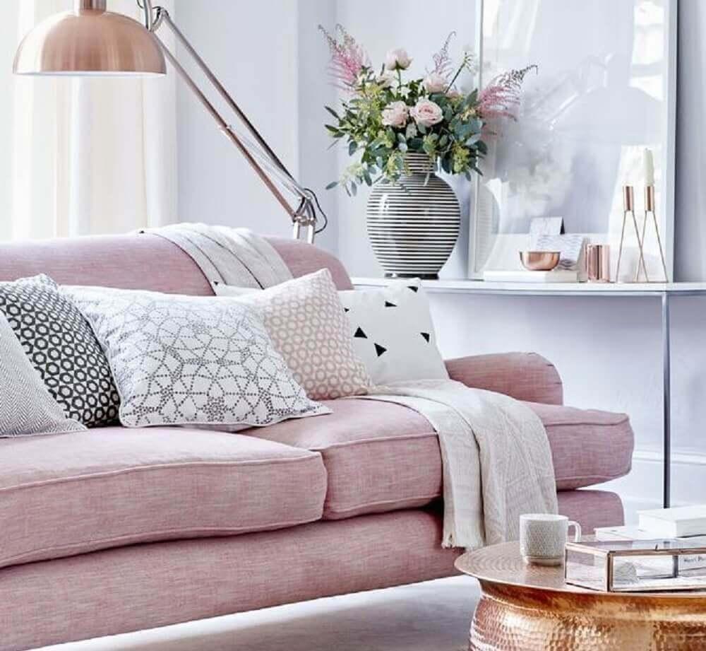 decoração de sala com cores rosa