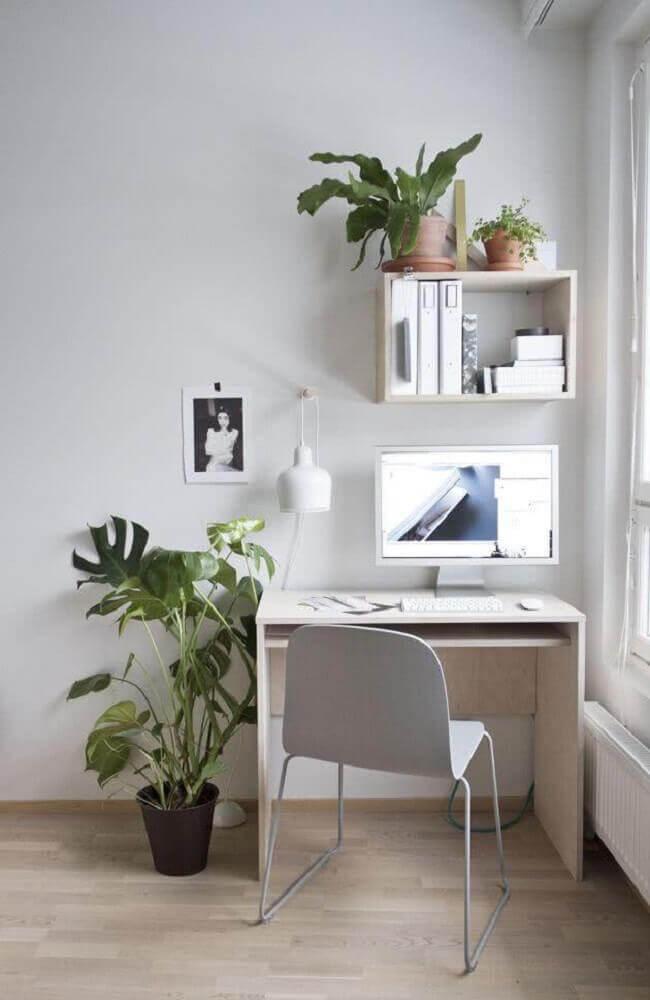 modelo simples de mesa pequena para computador