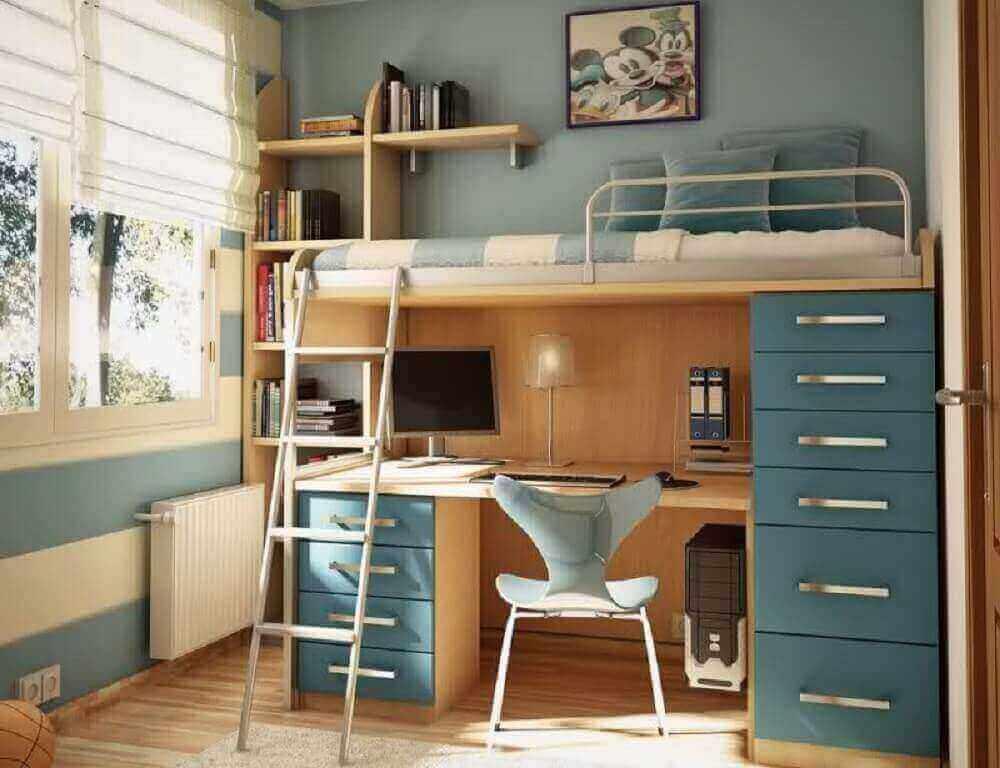quarto pequeno com beliche com escrivaninha para computador