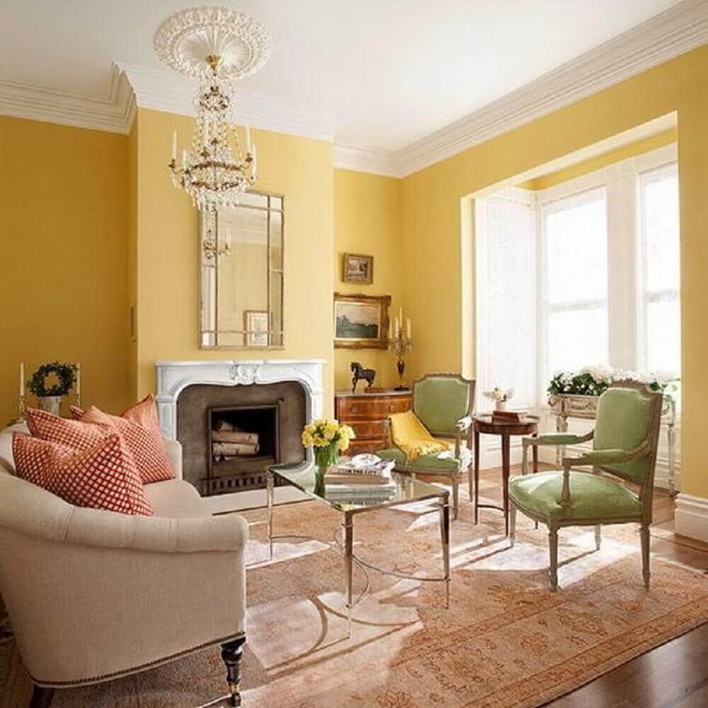 sala com paredes amarelas